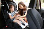 Wann darf ein Kind im Auto vorne sitzen?