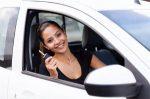 """Besonders junge Autofahrer fragen sich: """"Was muss ich im Auto mitführen?"""""""