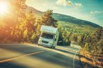 Unterwegs mit dem Wohnmobil: Welche zulässige Höchstgeschwindigkeit müssen Sie einhalten?