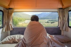 Wenn Sie einen Camper mieten, können Sie auch fernab von Campingplätzen übernachten.