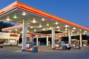 Fahrten mit der Dachbox: Der Verbrauch steigt, was sich an der Zapfsäule bemerkbar macht.
