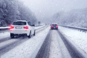 In Dänemark auf der Autobahn ist die Geschwindigkeit gerade bei Schnee und Glatteis besonders zu drosseln.