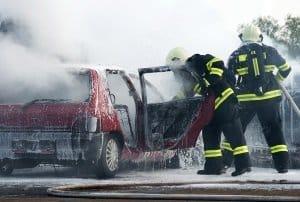 Auch in Dänemark: Ein im PKW mitgeführter Feuerlöscher kann bis zum Eintreffen der Feuerwehr hilfreich sein.