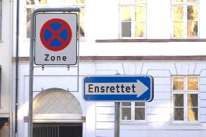 Darüber hinaus geben dänische Verkehrsschilder auch wichtige Hinweise oder sind Wegweise für Verkehrsteilnehmer.