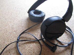 Darf man mit Kopfhörern beim Autofahren telefonieren?