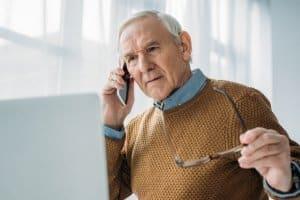 Rechtliche Fragen? Dank DAS-Verkehrsrechtsschutz können Sie eine telefonische Beratung erhalten.