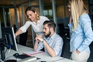 Datenschutz am Arbeitsplatz: Schützen Sie Ihren PC vor einem fremden Zugriff.
