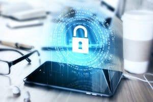 Der Datenschutz sollte im Arbeitsvertrag verankert werden, um Arbeitnehmer zu schützen.