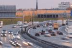 Besonders oft sind Dauerlichtzeichen auf einer Autobahn mit hohem Verkehrsaufkommen zu finden.
