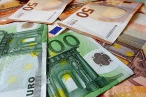 """Dauerlichtzeichen """"rote gekreuzte Schrägbalken"""": Das Bußgeld kann sich auf bis zu 240 Euro belaufen."""