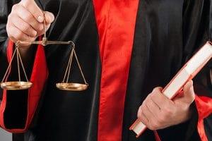 Eine Deckungsklage erfolgt meist gegen eine Rechtschutzversicherung.