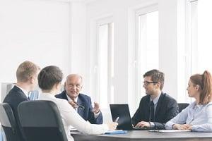 Eine Dienstanweisung zum Datenschutz am Arbeitsplatz müssen Sie unbedingt beachten.
