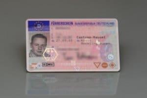 Der Dienstführerschein ist vom normalen Führerschein zu unterscheiden.