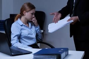 Bei einer Dienstreise mit Unfall übernimmt der Arbeitgeber nicht in jedem Fall die Schäden.