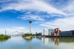 Nächstes Jahr könnte ein Diesel-Fahrverbot in Düsseldorf auf Autofahrer zukommen.
