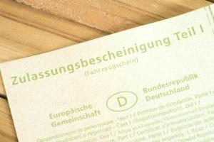Ein digitaler Fahrzeugschein könnte in Deutschland eingeführt werden.