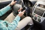 Digitaler Führerschein: Demnächst können Sie bei der Verkehrskontrolle auch einfach das Handy vorzeigen.