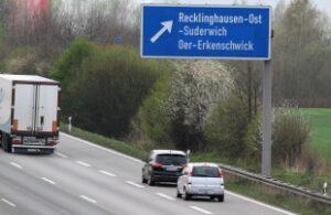 Vorsicht: Drängler begehen auf der Autobahn häufig einen Abstandsverstoß