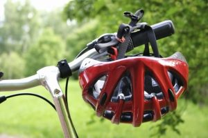 Auf dem Dreirad gibt es keine Helmpflicht.