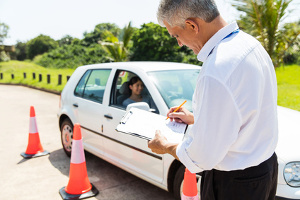 Das Durchfallen bei der Fahrprüfung kann unterschiedliche Gründe haben.