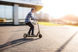 E-Scooter, die 45 km/h schnell sind, dürfen in Deutschland nicht genutzt werden.