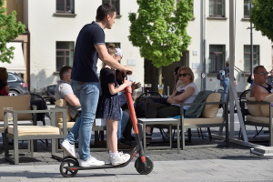 E-Scooter: Die Bilanz zeigt, wie häufig gegen die Verkehrsregeln vestoßen wird.