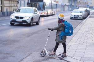E-Scooter-Fahrverbot für Kinder? Aktuell ist eine Altersfreigabe ab 12 bzw. 14 Jahren geplant.