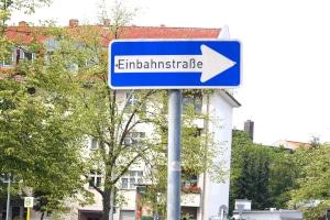 In einer Einbahnstraße finden spezielle Vorschriften Anwendung.