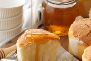 Laut Einfuhrbestimmungen der EU dürfen Sie bis zu 2 kg Honig einführen.