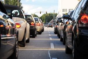 Bei stockendem Verkehr müssen Sie Einmündungen freihalten.