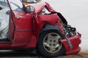 Das Einschlafen am Steuer kann zu schweren Unfällen führen.