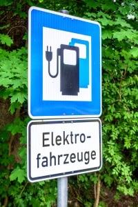 Elektor-Parkplatz: Ein Schild weist einen solchen üblicherweise amtlich aus.