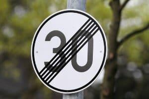Dieses Zeichen gibt nicht das Ende sämtlicher Streckenverbote an - nur das Ende einer 30er-Strecke.