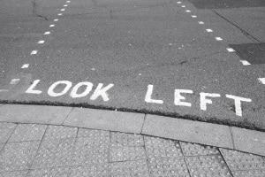 In England kennen die Verkehrsregeln kein Rechts-vor-links-Prinzip.