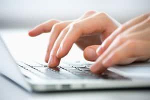 Eine englische Datenschutzerklärung kann bei grenzüberschreitenden Angeboten erforderlich werden.