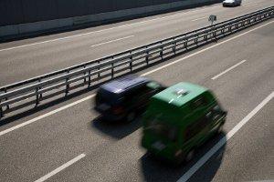 In bestimmten Verkehrssituationen ist es erlaubt, rechts zu überholen.
