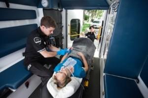 Nach einem Erste-Hilfe-Kurs können Sie bei einem Unfall die Opfer versorgen