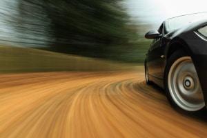 Das ESP in Ihrem Auto soll verhindern, dass Sie in Kurven ins Schleudern geraten.