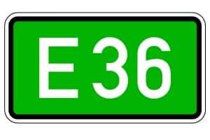 In der Regel wird eine Europastraße durch ein Verkehrszeichen angekündigt.