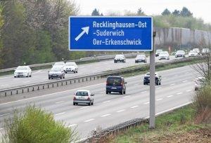 Sowohl Bundes- und Landstraßen als auch Autobahnen können als Europastraßen in Deutschland ausgewiesen sein.