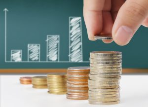 Für Fahranfänger sind in der Kfz-Versicherung die Kosten häufig doppelt so hoch