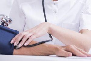 Untersuchung auf Fahreignung: Bei Epilepsie oder einer anderen Erkrankung kann die Begutachtung durch einen Arzt nötig sein.