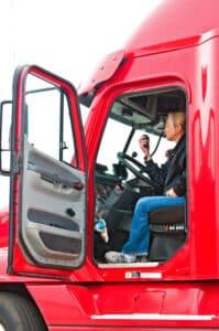 Die Fahrerin führt eine C1-Fahrerlaubnis für Lkw