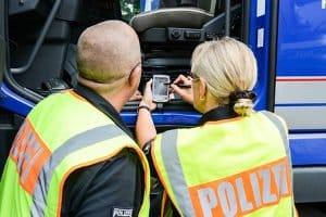 Nach einer begangenen Fahrerflucht kommt die Polizei nicht immer sofort , wenn der Schuldige nicht gleich bekannt ist.