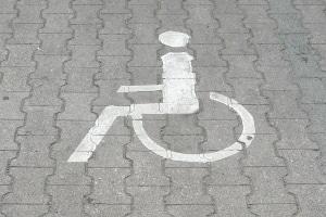 Wird bei Menschen mit Behinderung die Fahrerlaubnis eingeschränkt, dürfen sie z. B. nur noch bestimmte Kfz fahren.