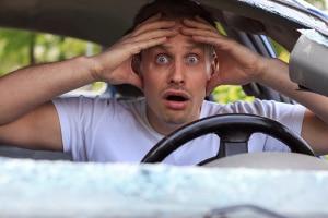 Nach einem Unfall sind sich viele Kraftfahrer nicht bewusst, dass dieser auf Fahrfehler ihrerseits zurückzuführen ist.