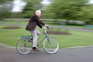 Anders als ein Fahrrad benötigt ein Fahrrad mit Hilfsmotor eine Haftpflichtversicherung.