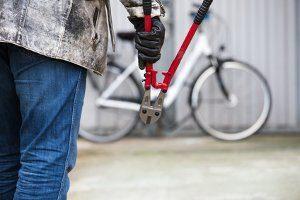 Codierung beim Fahrrad: Über eine Rahmennummer registrieren Beamte ein Rad und schützen es damit vor einem Diebstahl.