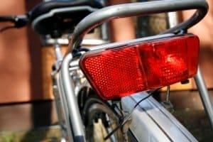 Die Fahrradbeleuchtung darf mit Batterie anstelle eines Dynamos betrieben werden.