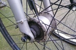 Sie kennen Ihre Fahrradreifen-Größe nicht? Dann messen Sie einfach den Durchmesser Ihrer Felge aus.